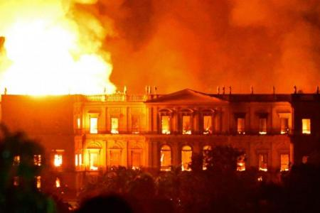 photo of National museum of Brazil on fire in 2018